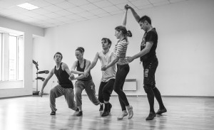 v Dance 5x5+1 dance team